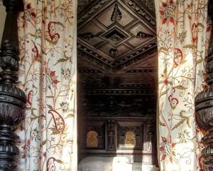 Elizabethan bed .jpg