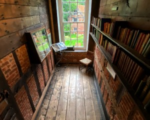 Dr Dodd's library .JPG